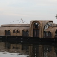 Houseboat Gallery – Cruising Villa