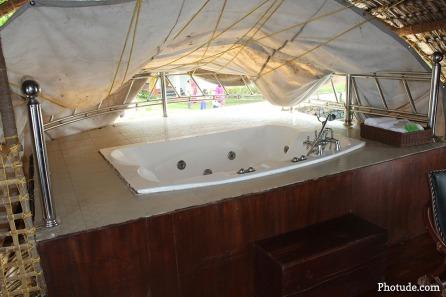 Jacuzzi Houseboat